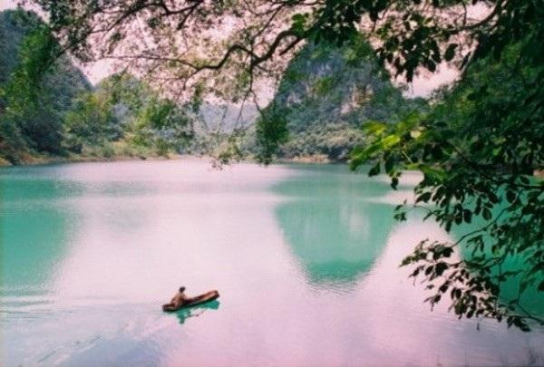Hồ Thăng Hen thuộc quần thể Công viên địa chất Non Nước Cao Bằng. (Nguồn: caobanggeopark.com).