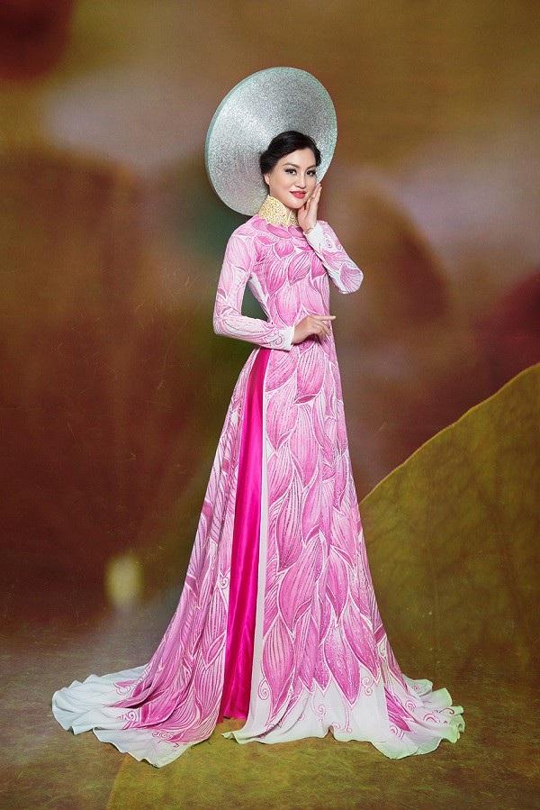 Nữ Hoàng Trần Huyền Nhung lộng lẫy với quốc phục sen hồng của NTK Tuấn Hải - 2