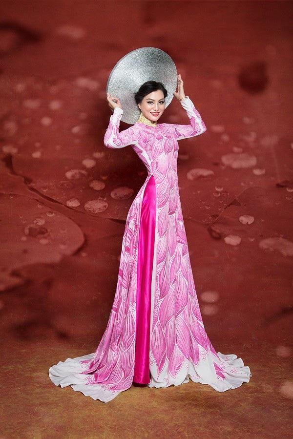 Nữ Hoàng Trần Huyền Nhung lộng lẫy với quốc phục sen hồng của NTK Tuấn Hải - 4
