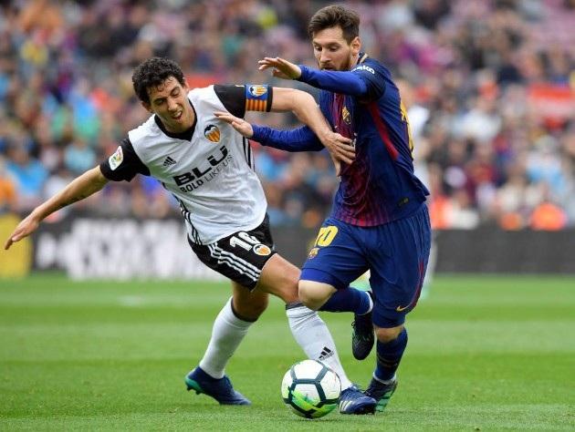 Sau bàn thua thứ hai, Valencia phần nào mất tinh thần và bị Barcelona ép sân toàn diện