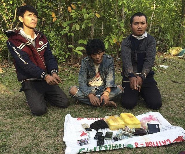 Ba đối tượng người Lào cùng tang vật bị bắt giữ