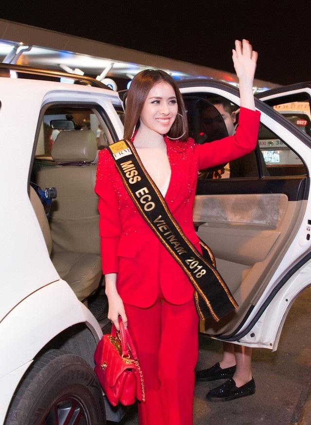Vừa được Cục Nghệ thuật cấp phép, Thư Dung chính thức là đại diện Việt Nam tham dự Miss Eco International 2018. Người đẹp nhanh chóng lên đường sang Ai Cập để chuẩn bị cho những hoạt động đầu tiên tại cuộc thi này.