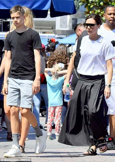 Romeo đã cao hơn mẹ và càng lớn càng điển trai