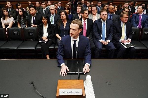 CEO Mark Zuckerberg gây bất ngờ khi thừa nhận thu thập thông tin của cả những người không sử dụng Facebook