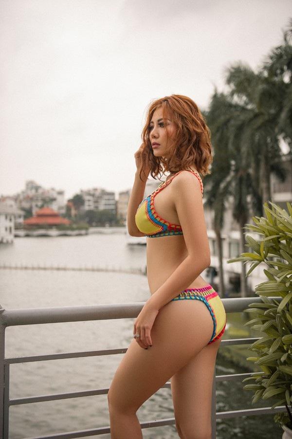 Ngay sau khi đăng tải, nữ diễn viên đã nhận được bão lời khen ngợi từ phía cộng đồng vì thân hình cân đối chuẩn đồng hồ cát.