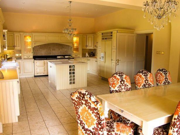 Khu vực bếp nấu và phòng ăn được thiết kế hiện đại, sang trọng
