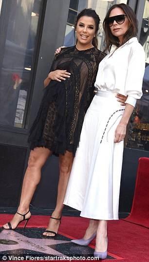 Eva Longoria, 43 tuổi, nổi tiếng với bộ phim truyền hình Những bà nội trợ kiểu Mỹ