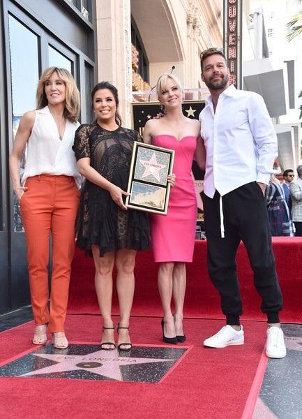 Felicity Huffman, Eva Longoria, Ana Faris và Ricky Martin