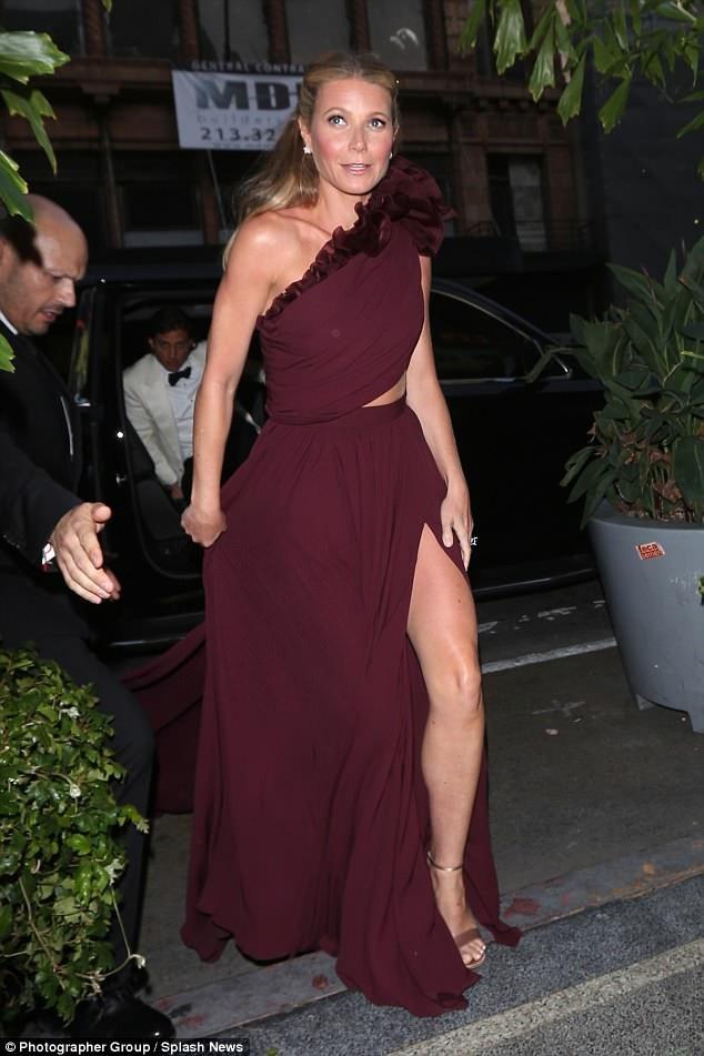 Gwyneth Paltrow không diện trang phục cưới truyền thống nhưng đã có một đám cưới như mơ bên bạn bè, người thân.