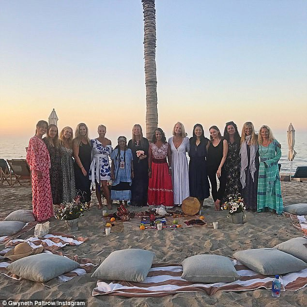 Trước đám cưới bí mật, Gwyneth Paltrow đã tổ chức tiệc chia tay thời độc thân tại một khu resort cao cấp ở Mexico.