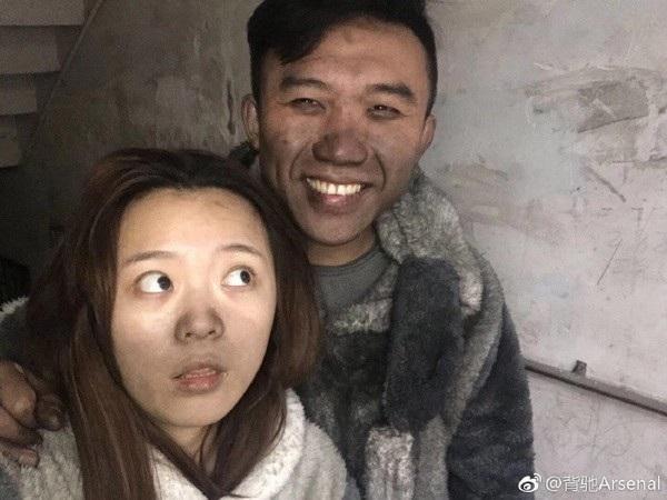 Cặp vợ chồng trẻ với gương mặt ám khói đen sau vụ cháy