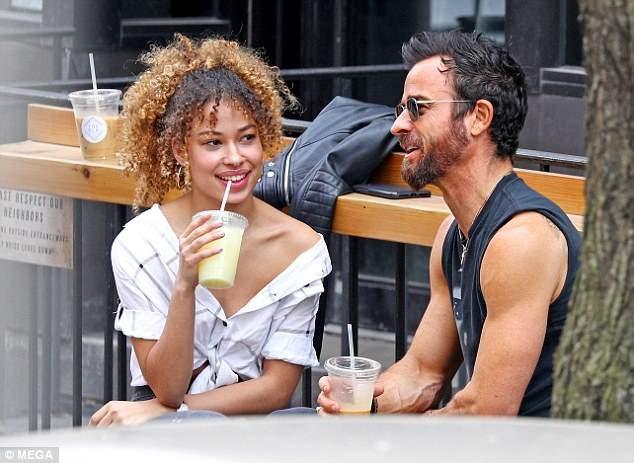 Kể từ khi xác nhận chia tay với Jennifer Aniston, Justin đã dính khá nhiều tin đồn hò hẹn, trong đó có những nghệ sĩ như Petra Collins, 25 tuổi và nữ diễn viên Aubrey Plaza, 33 tuổi.