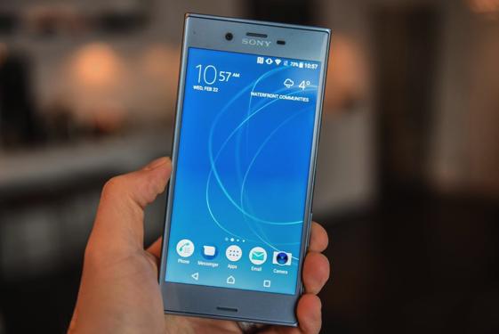 Loạt smartphone giảm giá tháng 4/2018 - 1
