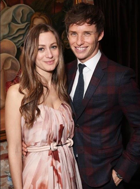 Ngoài cuộc hôn nhân đình đám của George và Amal, giới điện ảnh còn biết tới cuộc hôn nhân của nam tài tử người Anh Eddie Redmayne và cô Hannah Bagshawe - người từng đứng đầu mảng quảng cáo của một công ty truyền thông lớn.
