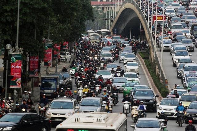 Xe kinh doanh vận tải dưới 9 chỗ phát triển mạnh được cho là gây nhiều ảnh hưởng tới hoạt động của taxi truyền thống.