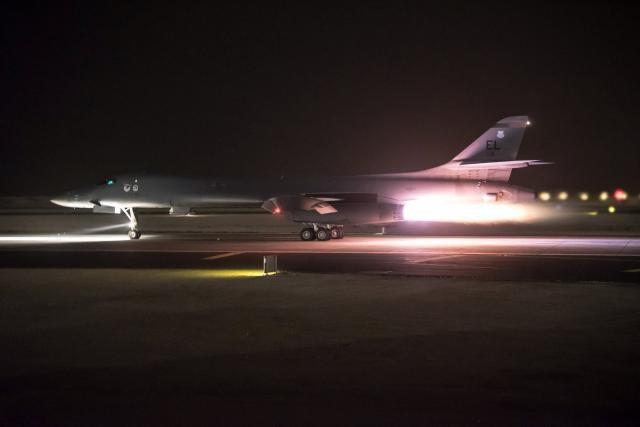 Máy bay B-1B Lancer của Mỹ tham gia không kích tại Syria (Ảnh: Reuters)