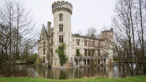 Số người đồng sở hữu lâu đài cổ La Mothe-Chandeniers ngày một tăng. (Ảnh: Express)