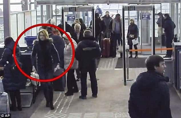 Yulia Skripal có mặt tại sân bay Sheremetyevo trước khi tới Anh (Ảnh: AP)