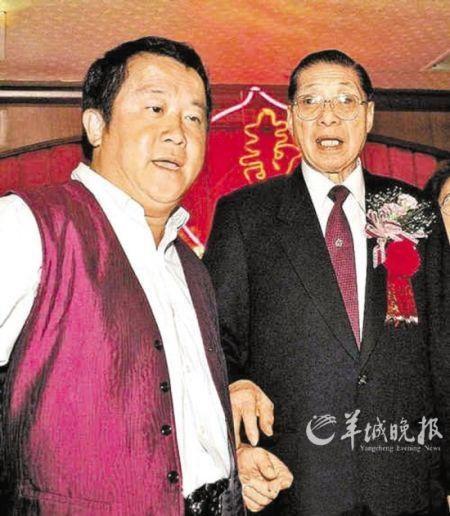 Tăng Khởi Vinh đã để lại cho con trai Tăng Chĩ Vỹ một hệ thống các mối quan hệ sâu rộng để dễ dàng tiến thân trong làng giải trí