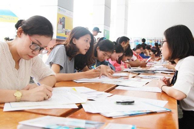 Mặc dù đã nhắc nhở rất kĩ thế nhưng các em vẫn sai sót khi làm hồ sơ đăng kí dự thi.