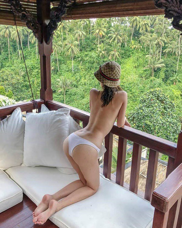 Sở thích du lịch tới khắp nơi trên thế giới khiến cô có những trải nghiệm hơn người.