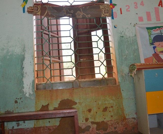 Xót xa lớp học mầm non trong nhà bếp dột nát - 10