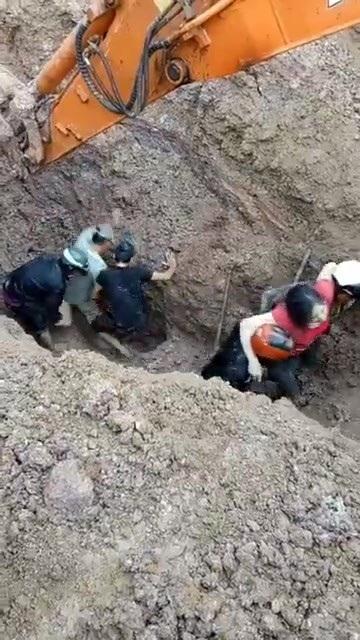 30 phút sau nạn nhân đầu tiên được đưa lên mặt đất an toàn