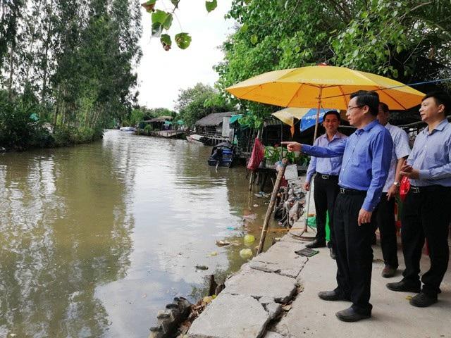 Bí thư Tỉnh ủy khảo sát khu vực đường thủy vào chùa Hưng Thiện.