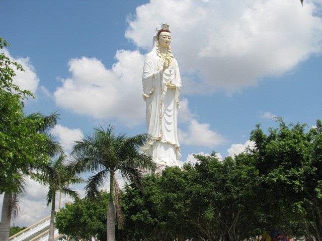 Chùa Hưng Thiện, nơi có tượng Phật Quan Âm được xem là cao nhất khu vực ĐBSCL hiện nay.