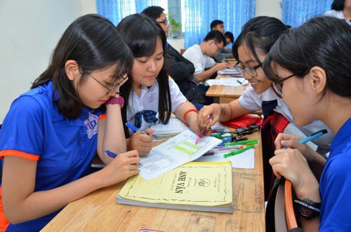 Học sinh Trường THPT Nguyễn Du (TP HCM) ôn tập cho kỳ thi THPT quốc gia 2018. (Ảnh: Tấn Thạnh)