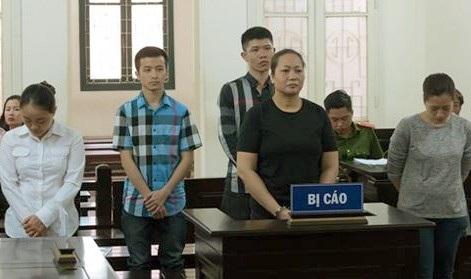 Các bị cáo tại phiên xử sơ thẩm ngày 20/4.