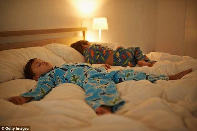 Trẻ em bị phơi nhiễm với ánh sáng quá nhiều vào buổi tối có nguy cơ cao hơn bị trầm cảm, tự tử và ung thư.