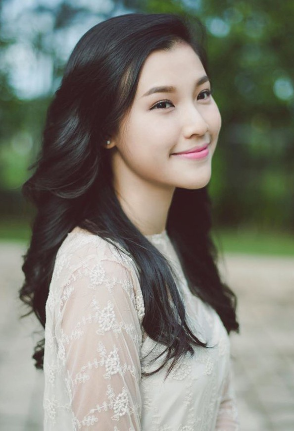 Hoàng Oanh được biết đến với ngôi vị Á hậu Phụ nữ Việt Nam qua ảnh.