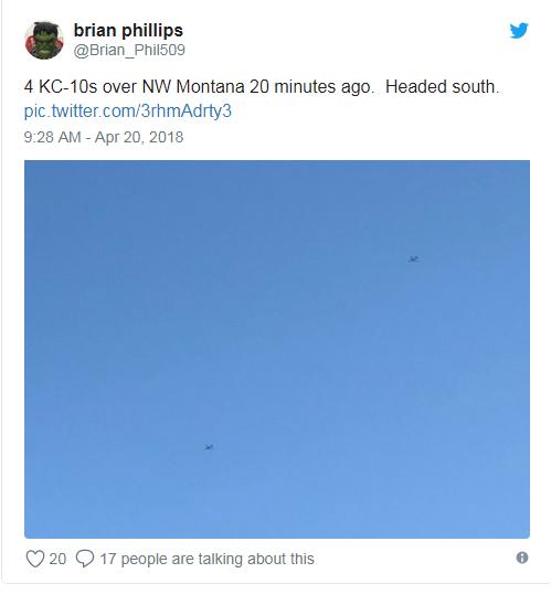 Người dùng Twitter chia sẻ ảnh chụp các máy bay KC-10 (Ảnh: Twitter)