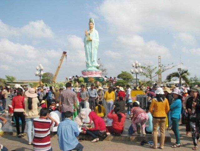 Quán Âm Phật Đài ở TP Bạc Liêu.