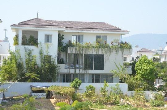 Đại tá Lê Văn Tam xác nhận ông có sở hữu căn biệt thự ở đây nhưng không phải do Vũ nhôm tài trợ.