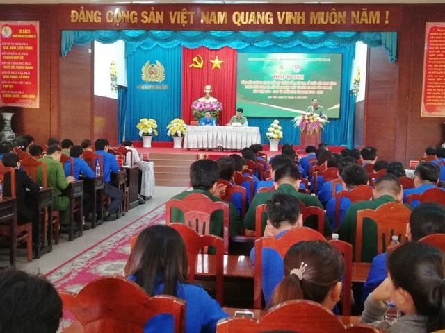 Lãnh đạo Công an tỉnh Bạc Liêu phát biểu đánh giá và tình hình thực hiện chương trình tại hội nghị tổng kết.