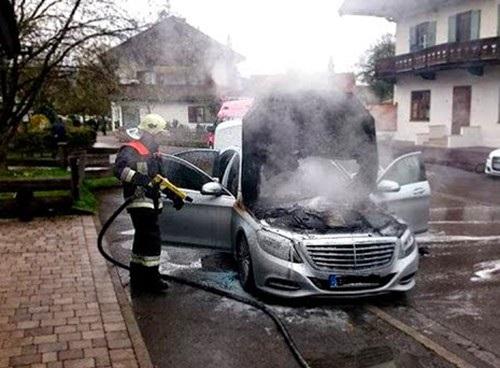 Nguy cơ gây cháy từ hệ thống điện đã ảnh hưởng rất nhiều đến uy tín của Mercedes-Benz trên toàn cầu.