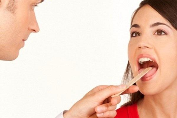 Người bệnh cần đi khám ngay khi có dấu hiệu bất thường ở lưỡi