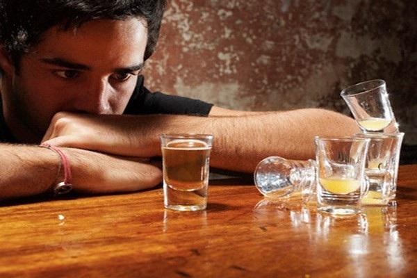 Nghiện rượu, thuốc lá… là những yếu tố làm tăng nguy cơ mắc ung thư lưỡi