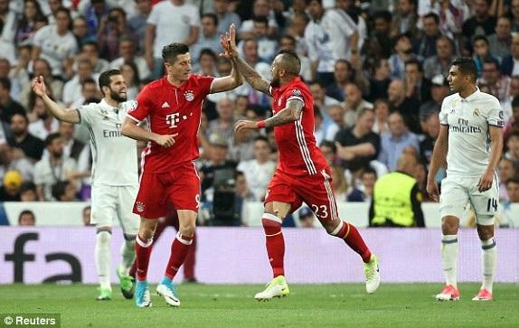 Hàng thủ Real Madrid phải hết sức dè chừng với Lewandowski