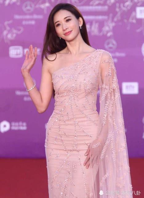 Siêu mẫu Lâm Chí Linh trông như nữ thần trên thảm đỏ.