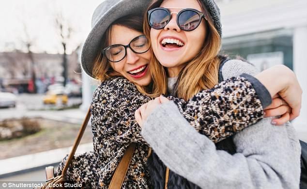 Một nghiên cứu trải dài 80 năm được tiến hành bởi Đại học Harvard đã kết luận rằng để hạnh phúc, các mối quan hệ quan trọng hơn tiền bạc và thành công.