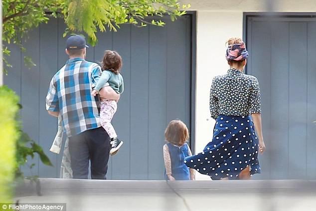 Cặp đôi đã có với nhau hai cô con gái, một bé 3 tuổi và một bé 2 tuổi sau 6 năm bên nhau.
