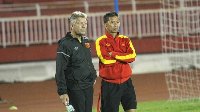 HLV Hoàng Anh Tuấn (phải) có thể là niềm hy vọng lớn nhất của đội tuyển U19 Việt Nam, cho mục tiêu giành vé đến VCK World Cup U20 lần thứ 2