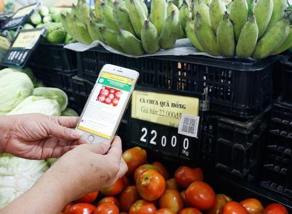 Ngày càng có nhiều doanh nghiệp sử dụng tem QR Code cho sản phẩm (Ảnh: Kinh tế Đô thị)