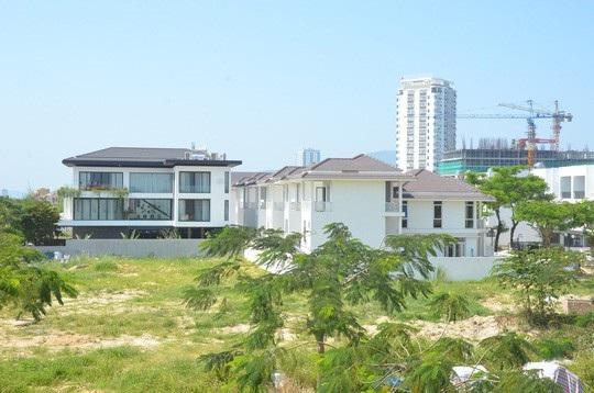 Khối nhà biệt thự với hướng nhìn ra bờ sông Hàn hiện có giá thị trường 50-60 triệu đồng/ mét vuông đất