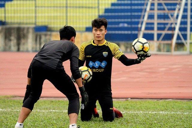 Bùi Tiến Dũng không chắc suất bắt chính ở AFC Cup vào ngày mai