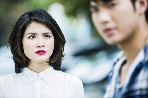 Năm 2015, Bích Huyền đóng cặp với Nhan Phúc Vinh trong phim Ngoại tình với vợ. Tuy nhiên cô im ắng từ sau đó đến nay.