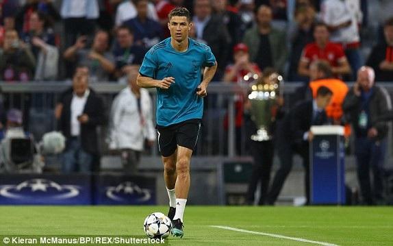 C.Ronaldo khởi động trước trận đấu